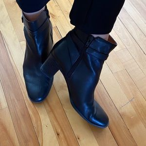 2 for $25 Predictions soft leather boots size 9w
